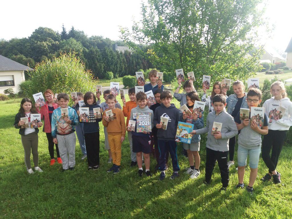 Remise de livres à l'école du RPI du Ninian